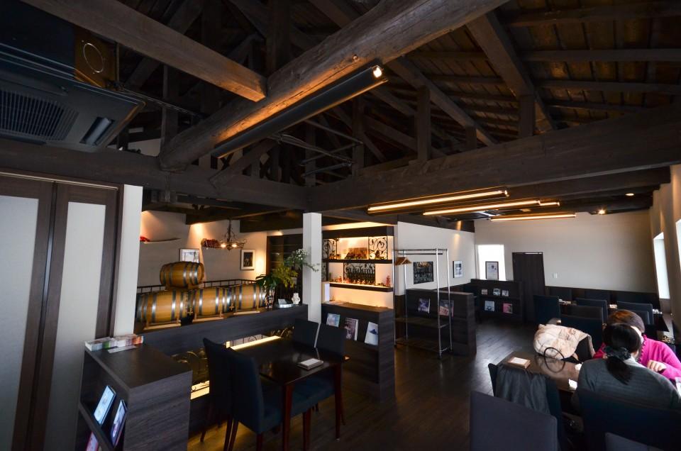 二階はオシャレなレストラン&カフェスペース
