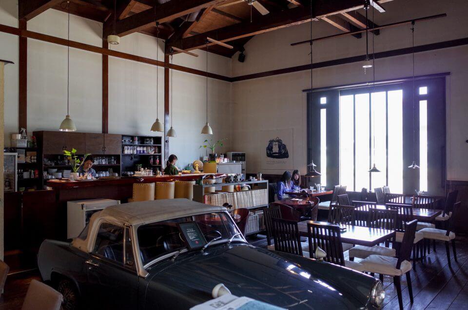 店内は天井が高くとても落ち着く雰囲気。