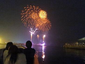 船からの花火(写真:小樽観光協会)